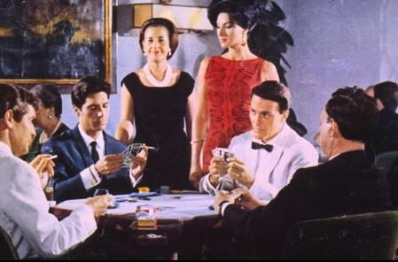 """A la izquierda un jovencísimo Sancho Gracia en una imagen de  """"Operación Poker"""", cinta de euroespías dirigida por el italiano Osvaldo Civarini"""