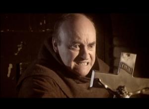 Paul Naschy como el Padre Jacinto.
