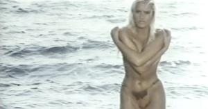 Sabrina Siani emergiendo cual Diosa Venus.