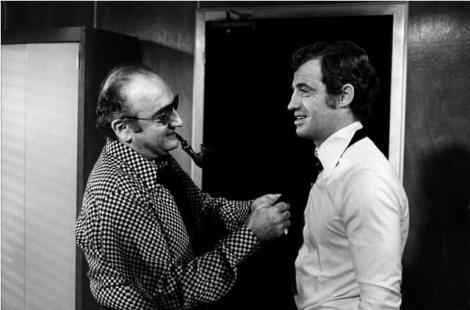 """Henry Vernuil conversando con Jean-Paul Belmondo durante el rodaje de """"Pánico en la ciudad"""""""