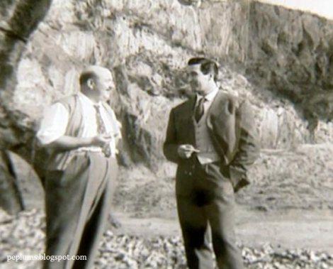 Pietro Francisci conversando con el actor Mimmo Palmara durante un descanso del rodaje de