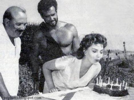 Pietro Francisci, Steve Reeves y Sylva Koscina durante una pausa del rodaje.