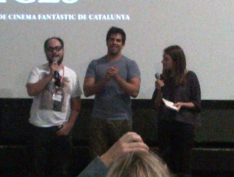 """Nicolás López y Eli Roth durante la presentación de """"Aftershock"""" en el Cine Prado."""