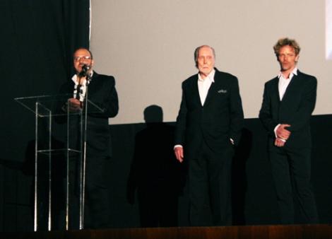 """Víctor Matellano dirigiéndose al público antes de la premiere mundial de """"Wax""""."""