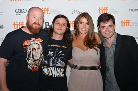 """Joe Begos junto a Josh Ethier, Vanessa Leigh y Graham Skipper en la prémiere de """"Casi humanos"""" en el TIFF 2013."""