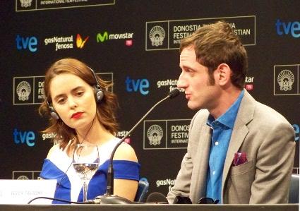 """Los actores Hadas Yaron y Luzer Twersky durante la rueda de prensa del film """"Félix Et Meira""""."""