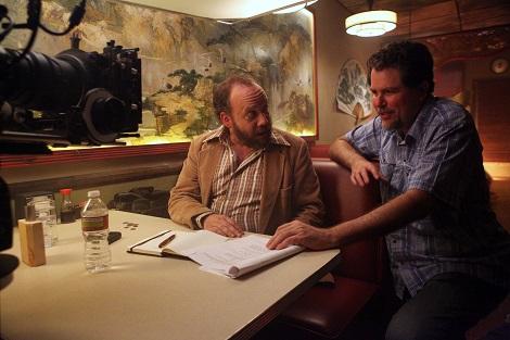 Paul Giamatti recibiendo instrucciones de Don Coscarelli durante el rodaje de