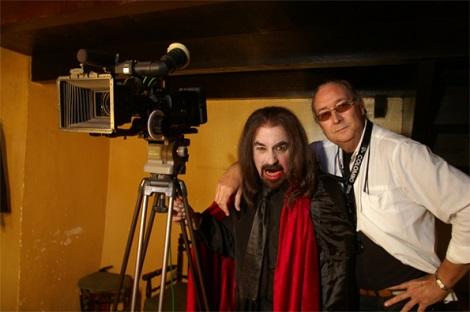"""Paul Naschy y el director de fotografía, Luis Colombo, durante el rodaje de """"Empusa""""."""