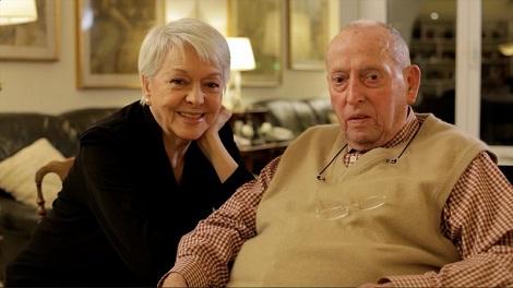 Junto a su esposa Nieves Navarro en una fotografía reciente.