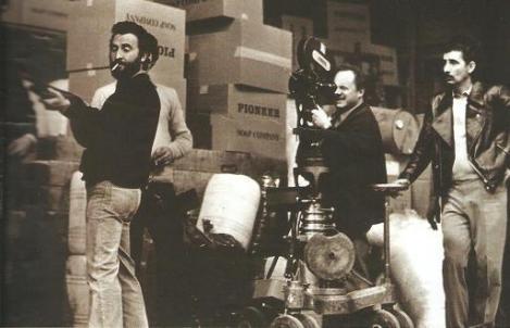 Joe D'Amato (en primer plano) y Alberto de Martino (tras la cámara) durante uno de sus rodajes conjuntos.