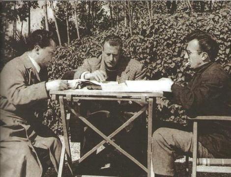 En la imagen Alberto de Martino junto a Sergio Leone.
