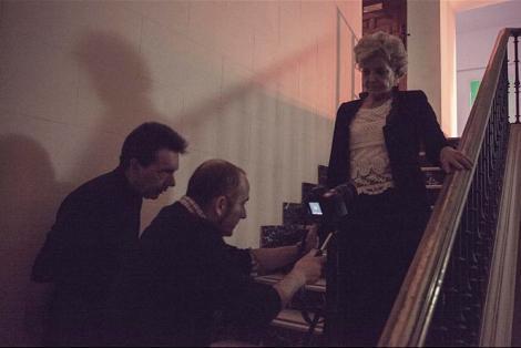 A la izda. Luis supervisa el rodaje de unos planos protagonizados por Lone Fleming.
