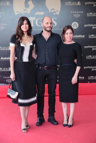 """Fabrice Du Welz junto a dos de las protagonistas de """"Alléluia"""": su pareja en la vida real Helena Noguerre y Lola Dueñas."""
