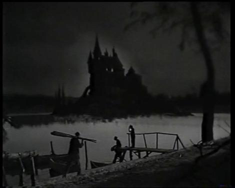 Fotograma de Eloísa está debajo de un almendro: Llegando a la mansión del terror...y el non sense.