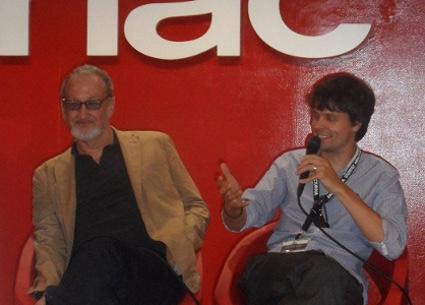 """Robert Englund junto a Phil Hawkins durante la rueda de prensa de """"The Last Showing""""."""