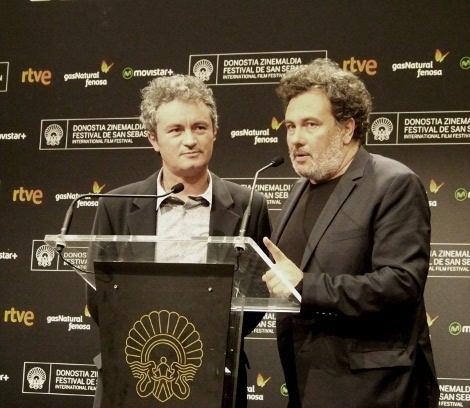 "07 Arnaud Larrieu y Jean Marie Larrieu de ""21 Nuits avec Pattie"" recogen el premio al Mejor Guion fin"