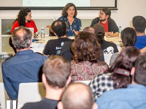 """Diana Peñalver durante la charla que dio el año pasado en """"La Mano""""."""