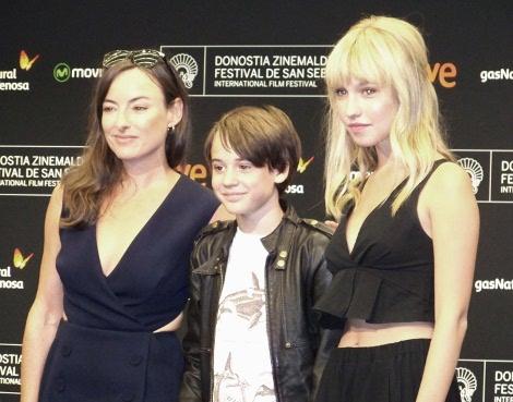 """Los actores Pascale Bussières, Edouard Tremblay-Grenier y Rose-Marie Perreault antes de la rueda de prensa de """"Les Demons""""."""