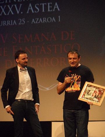 """Josemi y Manolo Valencia durante el homenaje que la Semana tributó al """"2000 maníacos"""" por su vigésimo quinto aniversario."""