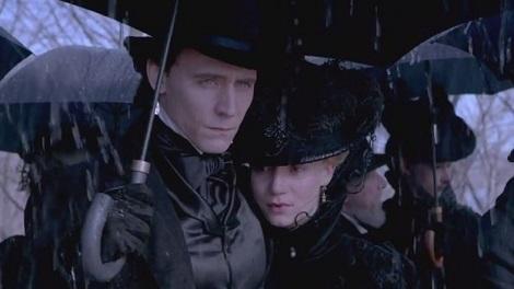 tom-hiddleston-y-mia-wasikowska