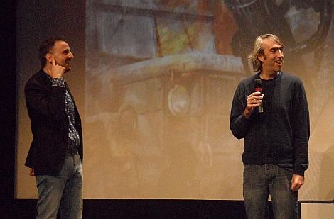 """Junto a Josemi Beltrán, director de la Semana, durante la presentación de """"Howl"""" en el Teatro Principal donostiarra."""