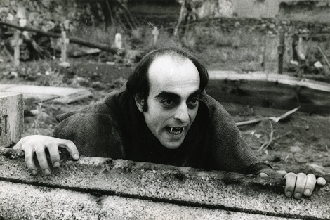 1975-el-extrano-amor-de-los-vampiros-1