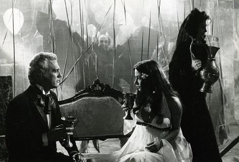 1975-el-extrano-amor-de-los-vampiros-2