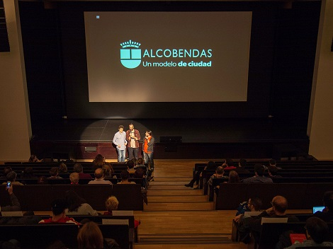 """Instante de la presentación de """"La noche del ratón"""". A la izquierda de la imagen su productor, Asier Vázquez."""