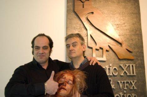 Gerard posa junto a Claudio Simonetti.