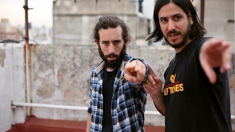 """Javier Solís recibe instrucciones de Matías durante un instante del rodaje de """"Presagio""""."""