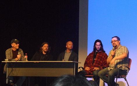 De izda. a dcha.: Sam Firstenberg, Matthew Karedas, Rick Harper y Alain Hofmanis, junto a un miembro de la organización, durante el encuentro con los aficionados.