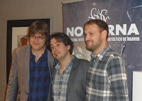 """_ y Jason posando junto a Luis Rosales tras la rueda de prensa de """"Patient"""" en NOCTURNA."""