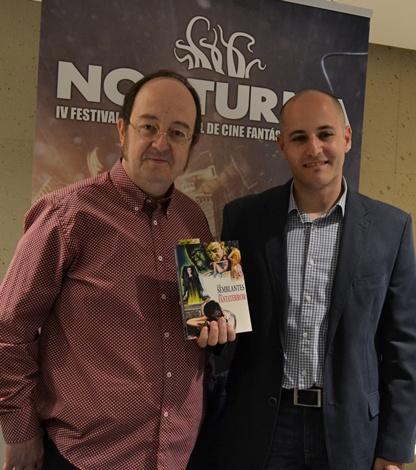 Carlos posando junto a Sergio Molina con su cratura durante la pasada edición de Nocturna.