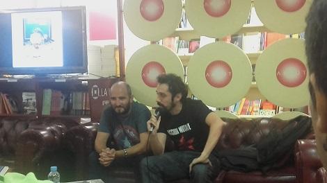 """Presentación del libro de Emilio Sanchís """"Carteles de Cine: Arte en imágenes"""", conducida por Amalgama Javier (izda.)."""