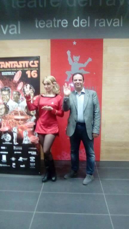 La presentadora Sonia Martell posando junto a Jorge Juan Adsuara, director de Fantasti'CS.
