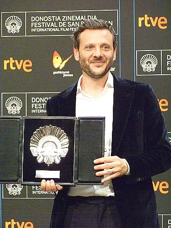 P 17 Concha de Plata al actor Bodgan Dumitrache por Pororoca