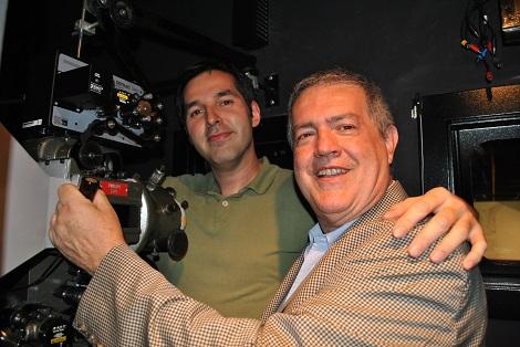 Felipe y Luigi posan juntos durante el Fantaspoa 2010.