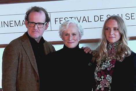 Dia 9 The wife Protagonistas Jonathan Pryce Glenn Close y Alix Wilton Regan en el fotocall