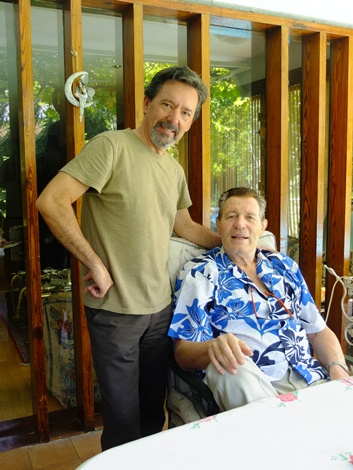Luis con Ramiro Oliveros durante el rodaje del documental