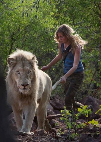 Mia y el león blanco-9