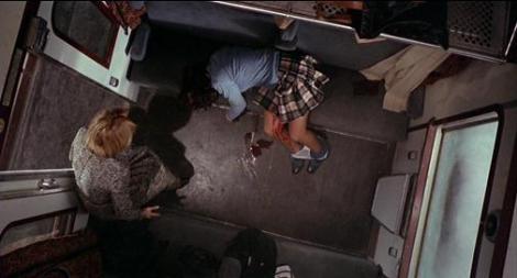 Violación en el último tren de la noche-2.jpg