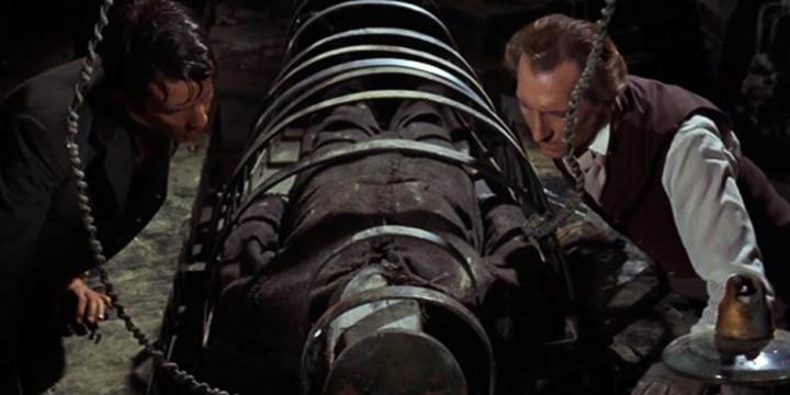 The Evil of Frankenstein-4